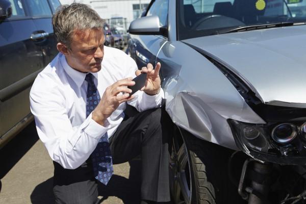 Bientôt une application officielle pour remplir un constat d'accident via son smartphone en Belgique